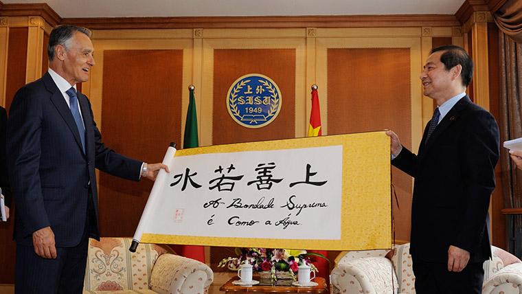 7f0047e89ecb Визит президента Португалии Анибала Каваку Силвы в ШУИЯ придает новый  импульс китайско-португальскому взаимодействию в области образования
